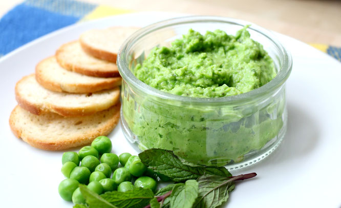 easy-fresh-mint-pesto-recipe-with-just-five-ingredients-perfect-as-a-snack-spread-for-sandwiches-and-wraps-veggie-dip-or-flavorul-addition-to-pasta-vegan-and-gluten-free-www-homemadenutrition-com